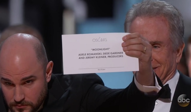 Hatalmas baki a 2017-es Oscar-díjátadón. Nézd meg a jelenetet! - VIDEÓ