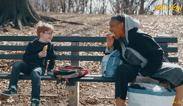 """""""Most sütiztem Istennel a parkban. Sokkal fiatalabb, mint hittem!"""" - Egy kisfilm, ami neked is bearanyozza a napodat!"""
