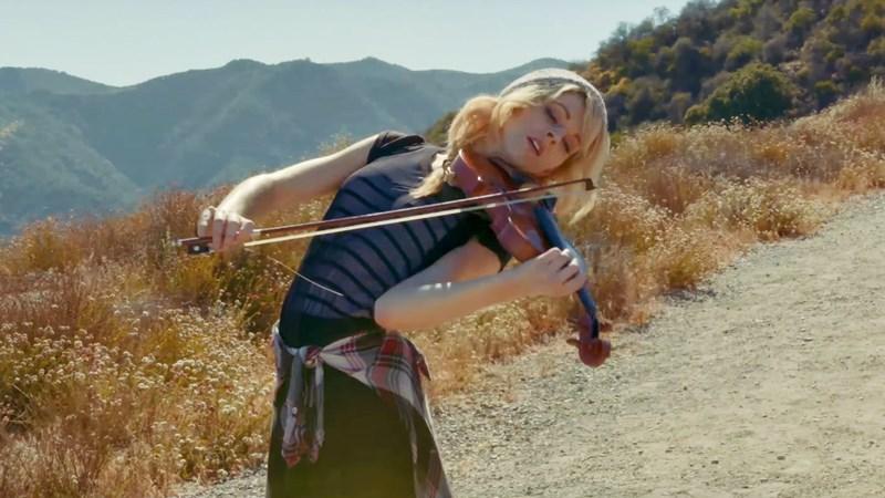 Csodálatos feldolgozást készített Selena Gomez és Kygo duettjéről a hegedűművész Lindsey Stirling! Ezt neked is hallanod kell!
