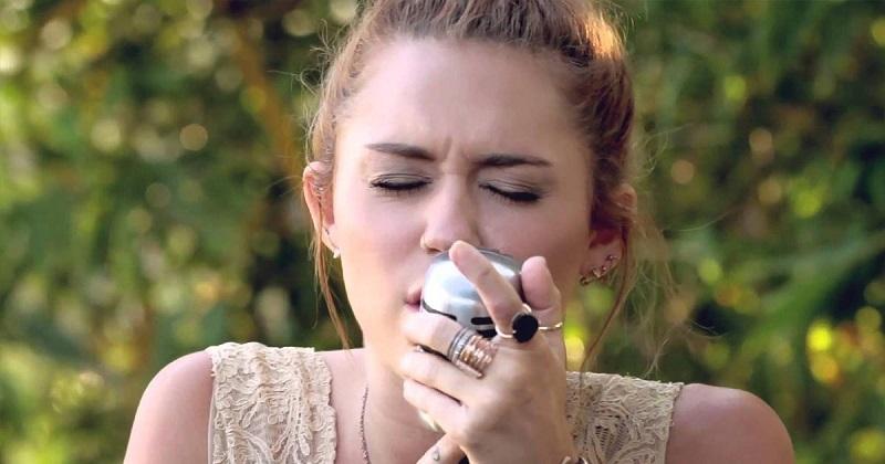 Egy világhírű énekesnő, egy feledhetetlen dal. Te még ráismersz a tini Miley Cyrusra?