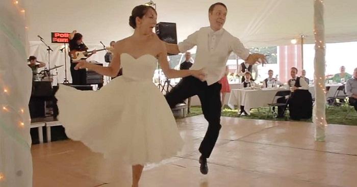 Nyitótáncukhoz álltak fel az asztaltól, de senki sem számított arra, ami végül a táncparketten történt!