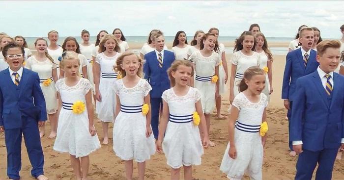 Ezek a gyerekek gyönyörűen tisztelegnek az ég előtt. Ettől a produkciótól repesni fog a szíved!