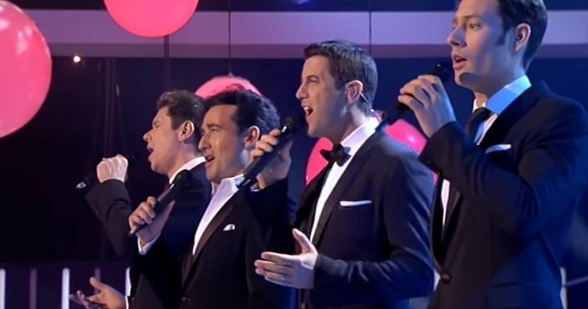 Régi, közkedvelt dalt énekel ez a négy férfi. A refrénnél a hideg fel-alá futkos a hátadon!