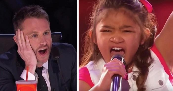 A kislány remegve áll ki a színpadra. De amikor megszólal... Valóban ő lenne az új Whitney Houston?