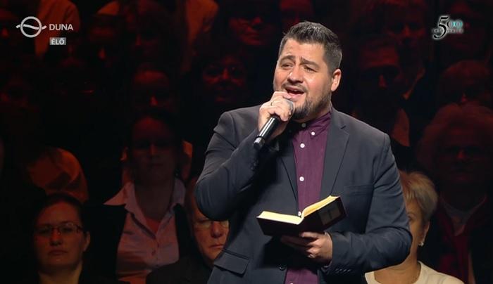 Kiráz a hideg, ha meghallod hogy énekli Caramel ezt az egyházi dalt