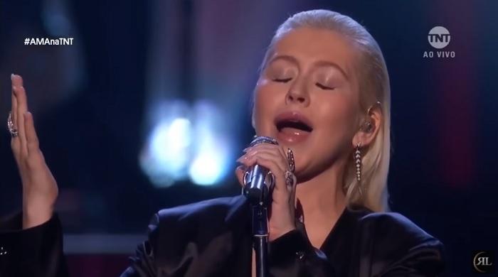 Hatalmasat énekelt Christina Aguilera az idei AMA-n! Nemcsak Whitney Houston lenne most büszke rá...