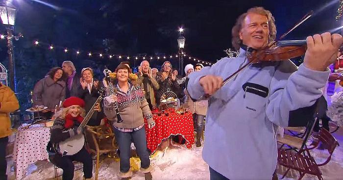 Így ünnepelte André Rieu a karácsonyt! A videó, mely hetekkel az ünnep után is felvillanyoz