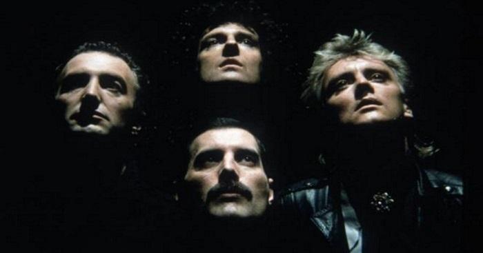 Eltávolította zenét, csak hogy a Queen tiszta hangját élvezhesse. Az eredmény fenomenális lett!