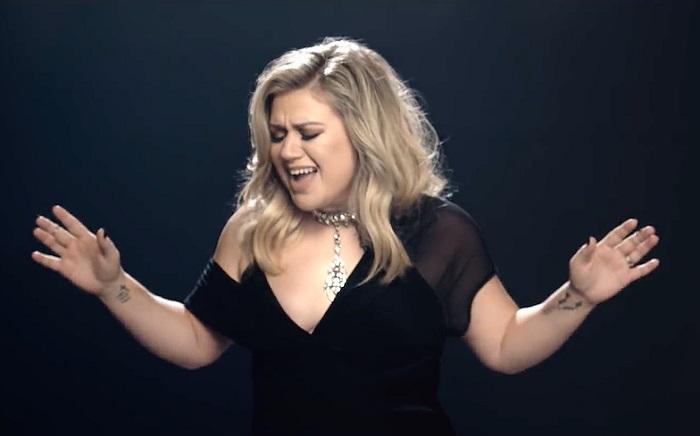 Elegancia, egyszerűség és egy fantasztikus énekhang - íme Kelly Clarkson legújabb videóklipje!
