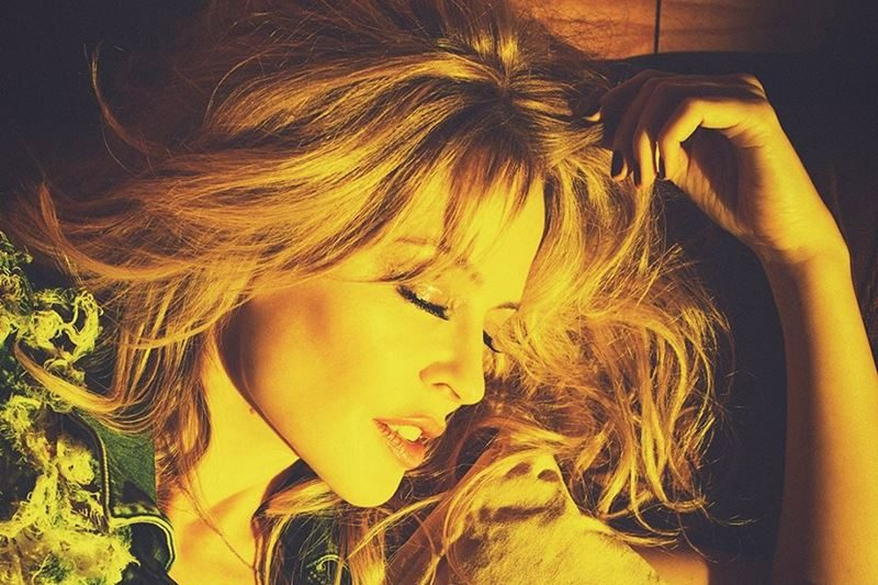 Dalpremier: Kylie Minogue - Stop Me From Falling