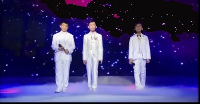 Három kisfiú áll ki a színpadra. Amikor énekelni kezdenek, a közönség nem akar hinni a fülének!