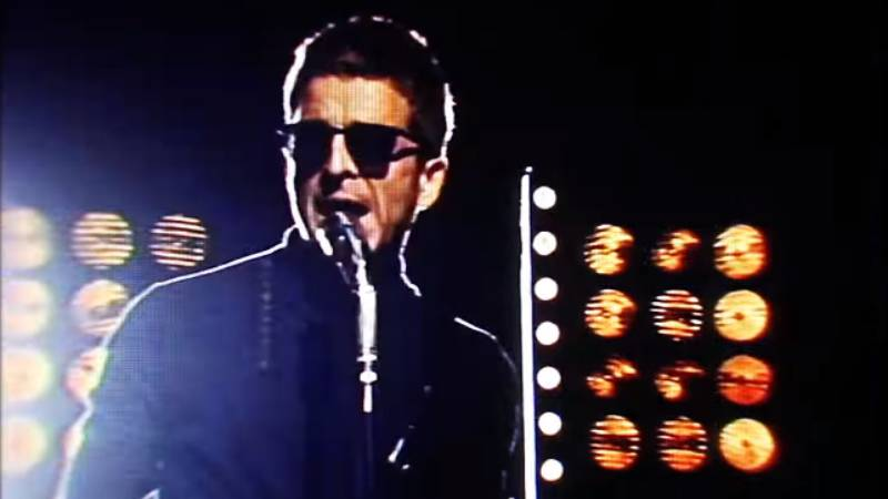 Videóklip: Noel Gallagher's High Flying Birds - She Taught Me How To Fly
