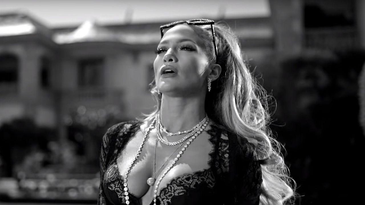 Vérpezsdítő dallamok, ütős koreográfia és pénz, pénz, pénz - íme J-Lo legújabb videóklipje!