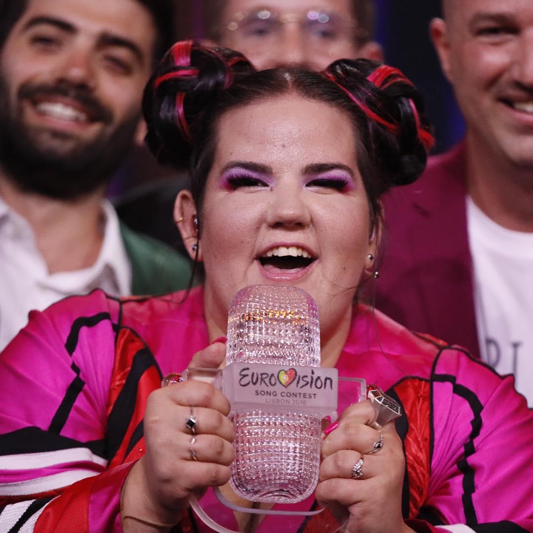 """Az Eurovíziós Dalfesztivál győztese elárulta miért ad ki """"kotkodácsoló"""" hangokat"""