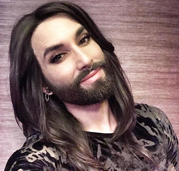 Drasztikus változáson ment át Conchita Wurst: már nem egy fekete szakállas nő!