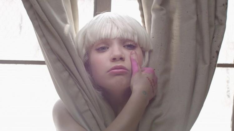 Így néz ki ma a Sia videóklipjeiben táncoló kislány