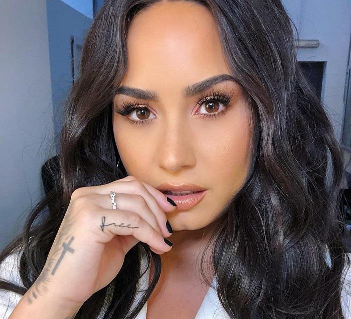 Súlyos állapotban szállították kórházba Demi Lovato énekesnőt