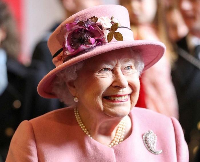 Káosz a Buckingham Palotában: újabb kulcsfontosságú alkalmazott mondott fel, és valójában ebben szenved Őfelsége, a Királynő!