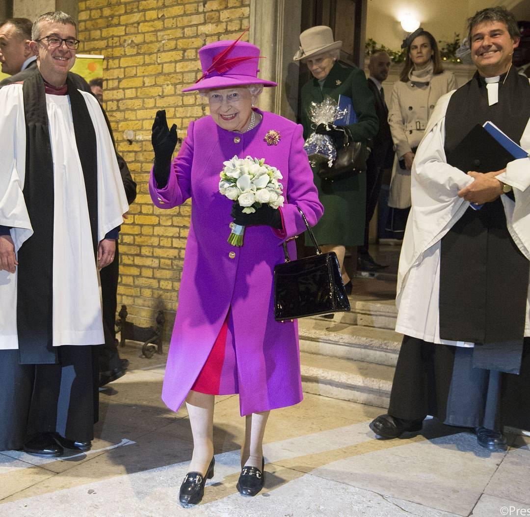 Ez az oka annak, hogy II. Erzsébet királynő sosem visel nadrágot!