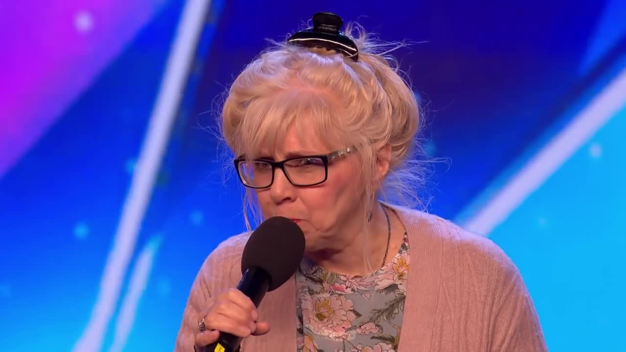 Ez 68 éves nő úgy énekli a High Way To Hell-t, hogy attól te is sikítani fogsz