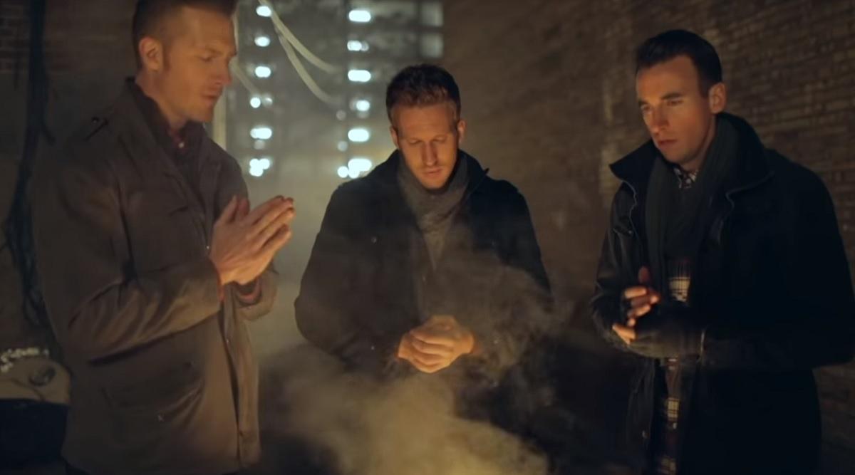 Ez a 3 jóképű férfi úgy énekli a híres karácsonyi dalt, mint még senki más