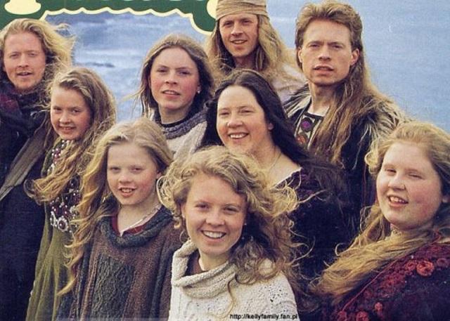 Emlékszel még a The Kelly Family-re? Ez történt a népszerű együttes tagjaival