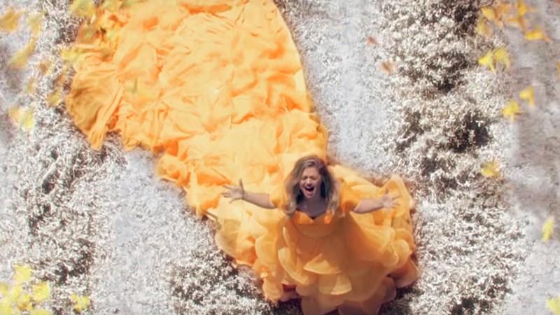 Visszatért Kelly Clarkson! Íme az új dala, a Love So Soft