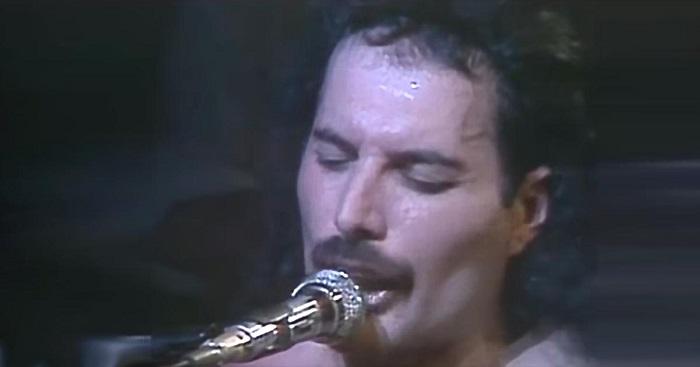 1977-ben a Queen kiadta ezt a csodálatos felvételt. Nyolc évvel később, a dal 250 ezer ember előtt csendül fel újra