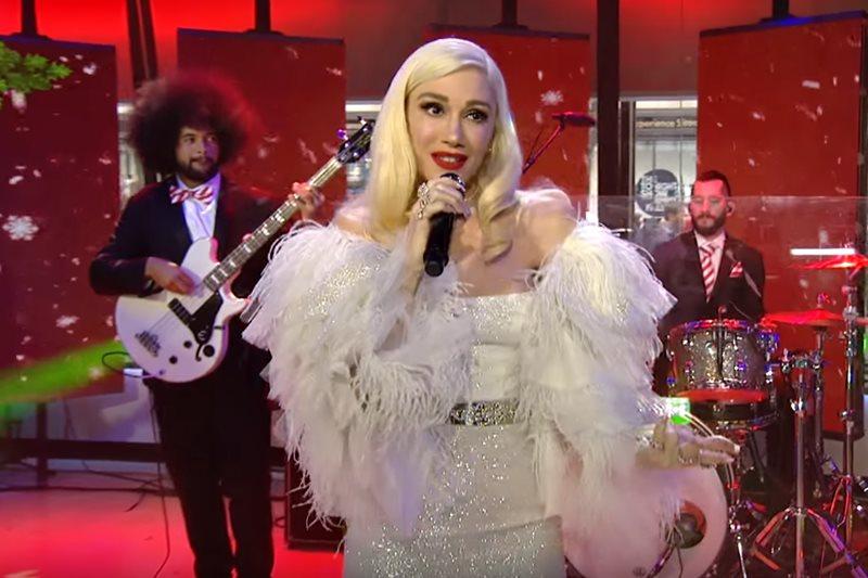 Gwen Stefani élőben mutatta be legújabb karácsonyi dalát