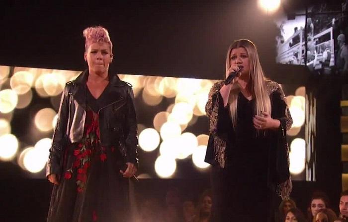 Szívbemarkoló duettel nyitotta meg az AMA-gálát Pink és Kelly Clarkson!