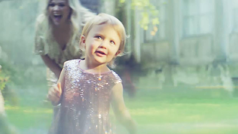 Videóklip: Kelly Clarkson - Meaning Of Life