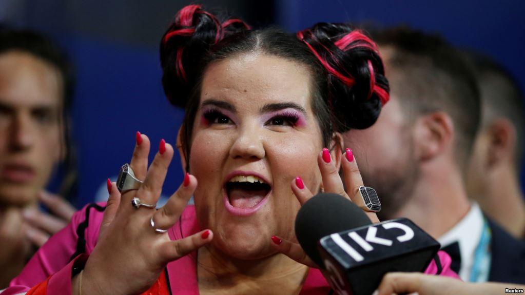 Esküvőkön énekelt az Eurovíziós Dalfesztivál győztese. Azt is elárulta mennyit keresett egy haknival