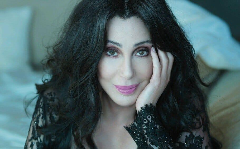 """Hallgasd meg, hogy énekli Cher az ABBA legnagyobb slágerét, a """"One Of Us""""-t"""