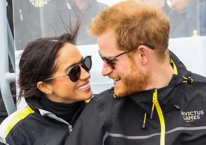 Harry herceg képtelen visszafogni magát. Ez a fotó berámázott családi ereklye lesz!